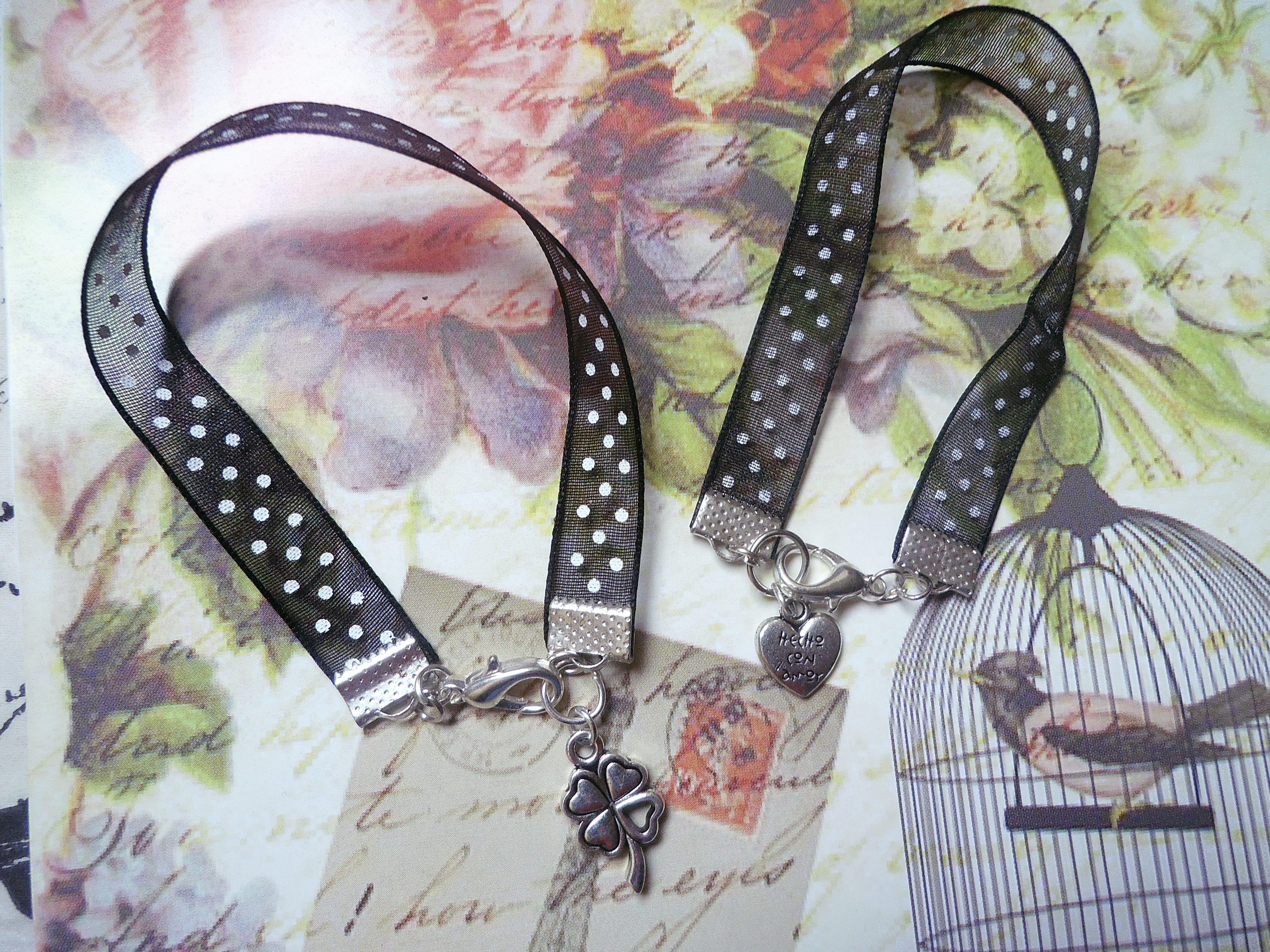 Pulseras Vintage, hechas en cinta organza con diseño lunares y dijes trebol y corazòn en metal. www.facebook.com/pages/Nanoja/100973873394780