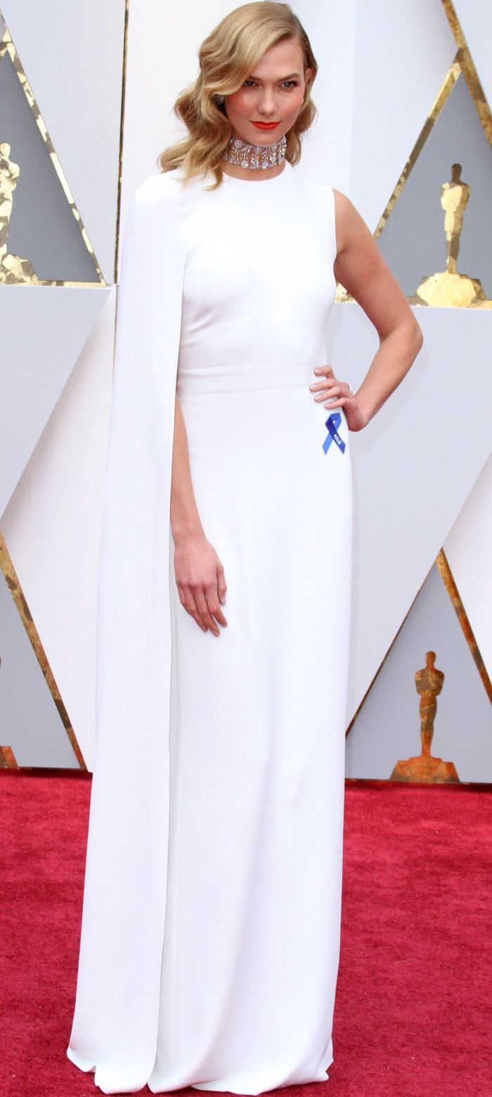 Karlie S Version Of The Oscars White Dress Was A Classic Stella Mccartney Creation That Featured A High Neckline And A Floor Length Sk Dress Up Fashion Dresses [ 1559 x 700 Pixel ]
