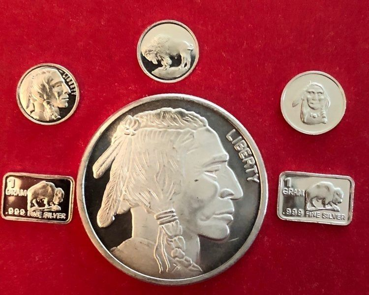 Brilliant Uncirculated 1 Troy Oz Buffalo Silver Round From Silvertowne Mint 999 Fine Silver 5 Uncirculated 1 Gram Si Silver Rounds Silver Bars Fine Silver
