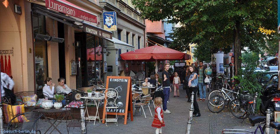 Bergmannstraße, Berlin Kreuzberg, Flaniermeile mit zahlreichen Cafés ...
