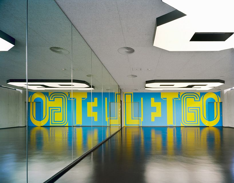 Adidas gym environmental graphics by buro uebele spas for Buro interior design