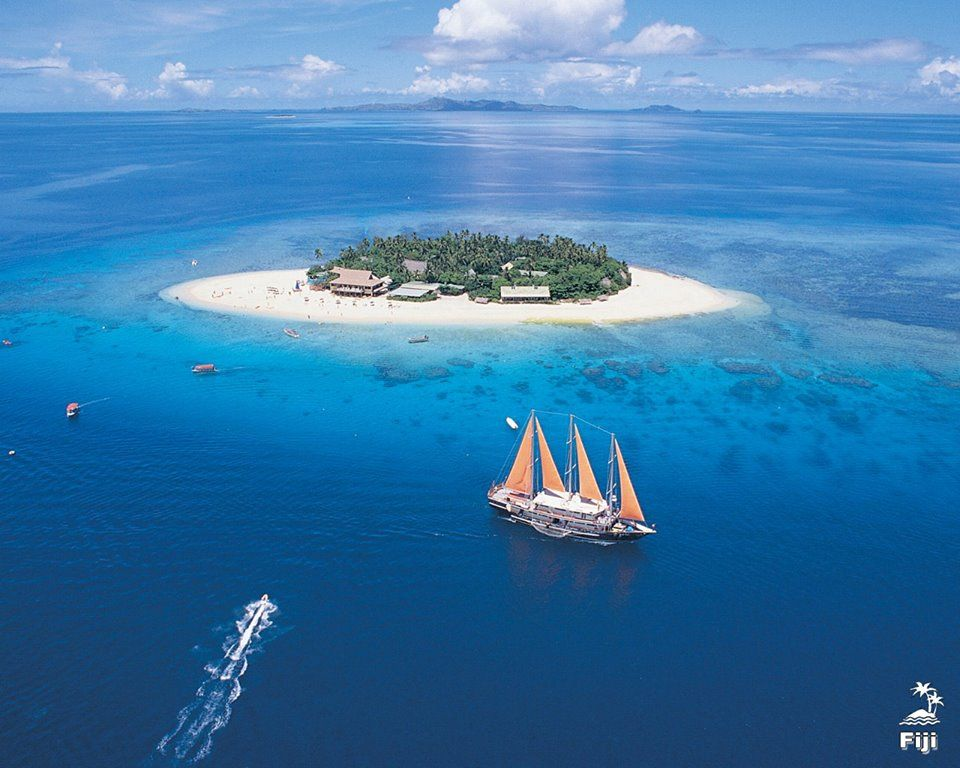 """A sweet sound of BULA welcomes you in FiJiIsland, a unique style to say """"Hello"""" with a big smile on faces. Enjoy Windsurfing Gamefishing Jetskie & Islandadventure Waterskiing Yachtcharter and stay at the stunny beaches with a unimeginable accomodation style. For more details please visit http://www.oktoboard.com/international-holidays/fiji-island-tour-packages.html"""