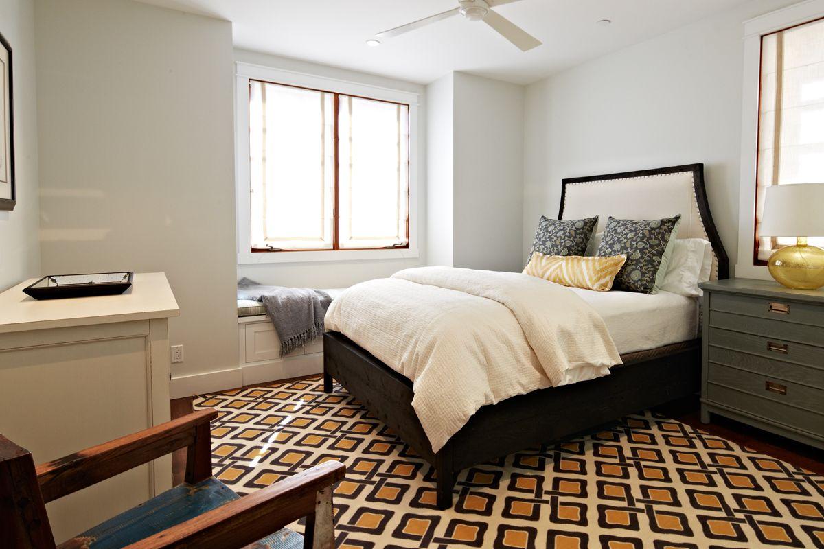 | NOELLE INTERIORS | Beach Plantation Guest Bedroom #noelleinteriors #madelineweinrib #robertallenfabrics