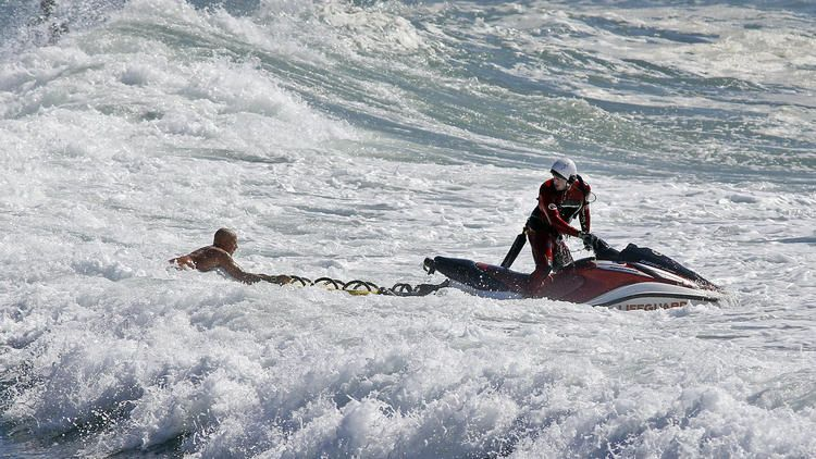 Big surf pounds Catalina, causes major damage to boatyard
