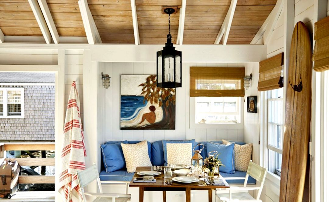 7 Tricks To Bring The Atmosphere Of A Cool Beach House In 2020 Coastal Living Room Coastal Decor Home Decor