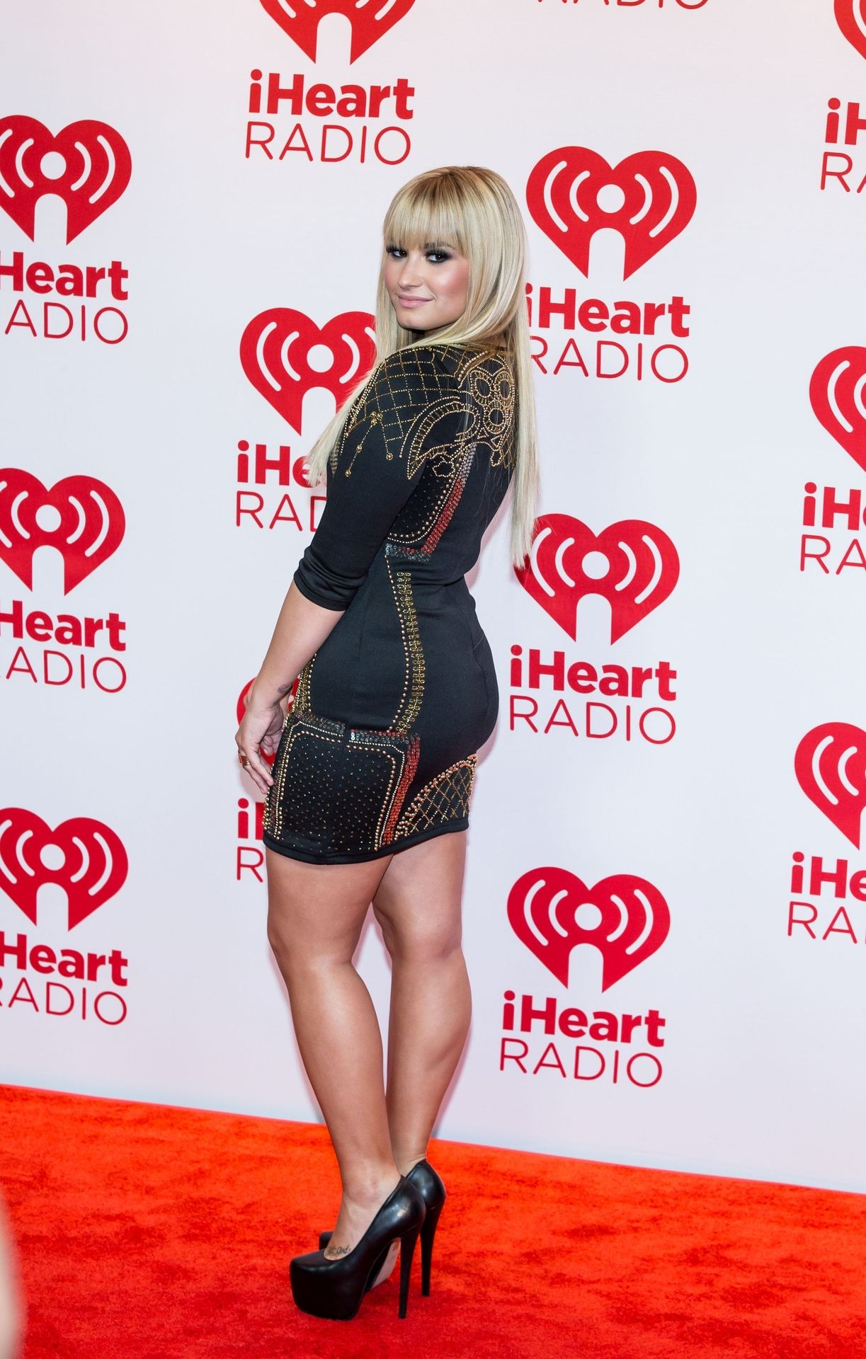This Her Demi Mini Looking Lovato Legs In And Beautiful Awesome N0Oym8vnw
