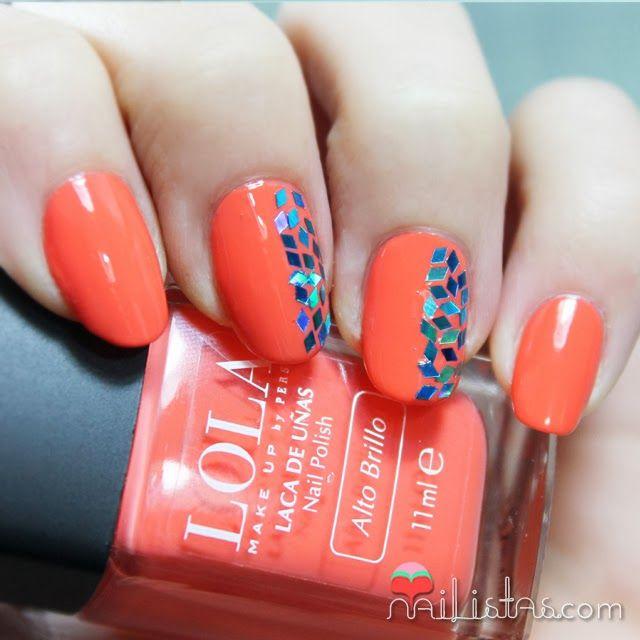 Decoración de uñas fácil en naranja con glitter de rombos http://www ...
