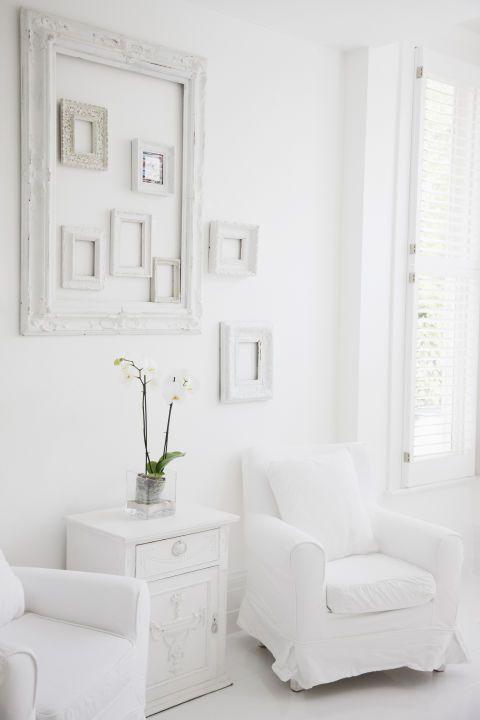 Un int rieur blanc calme et lumi re empty frames for Calme interieur