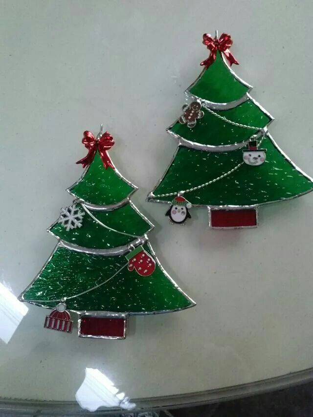 stained glass christmas trees - Easy To Set Up And Assemble Artificial Christmas Trees That Look
