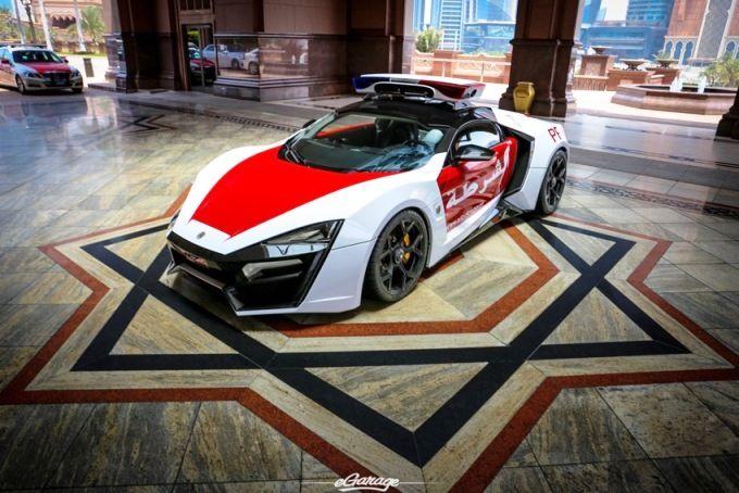 Foto Ekslusif Mobil Mewah Polisi Dubai Lykan Hypersport Mobil