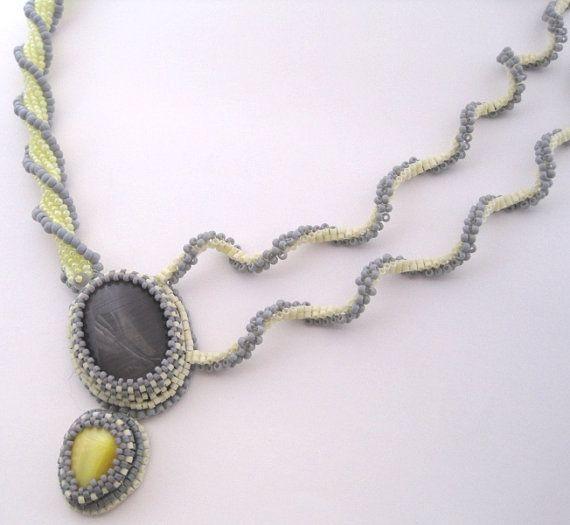 Lemon Twist  Beadwoven Necklace Yellow Grey door BlissWorksStudio