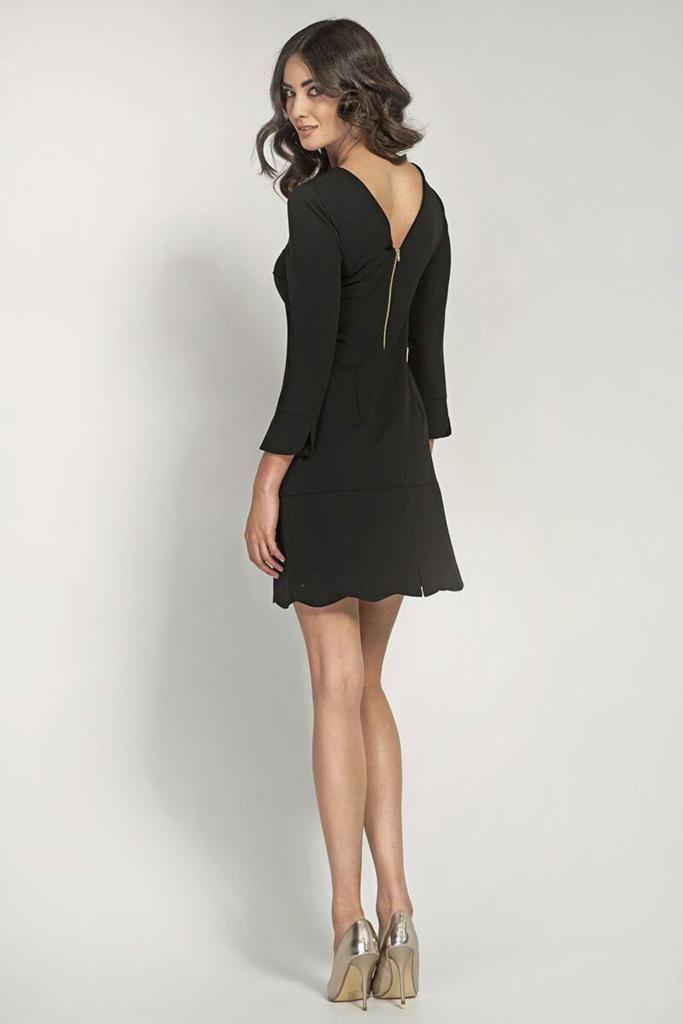 Robe Noire Decolletee Dans Le Dos Et Festonnee A La Base Dos Mini Robe Robe Noire Idees Vestimentaires