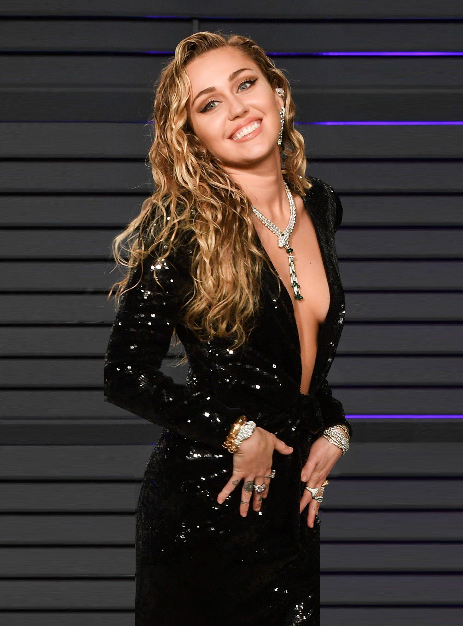 Miley cyrus backstage sex video