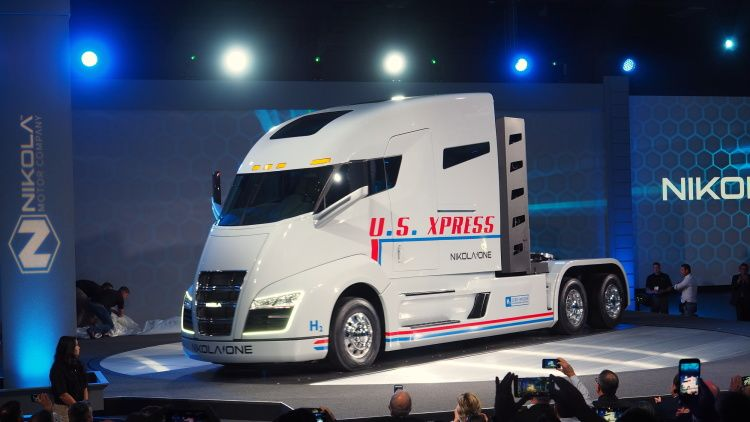 Nikola One Hydrogen Electric Semi Truck Reveal Photo Gallery Trucks Semi Trucks Electric Semi Truck