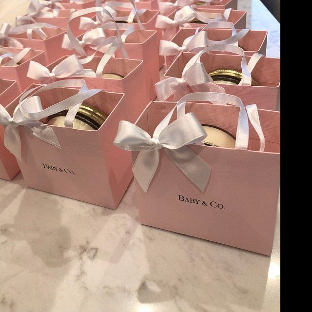 Pink party favor bags for your baby shower l Brida