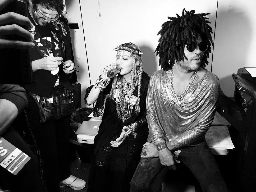Icons Vmas Madonna Lennykravitz Lennykravitz Madonna Backstage Radiocitymusichall Lenny Kravitz Madonna Radio City Music Hall
