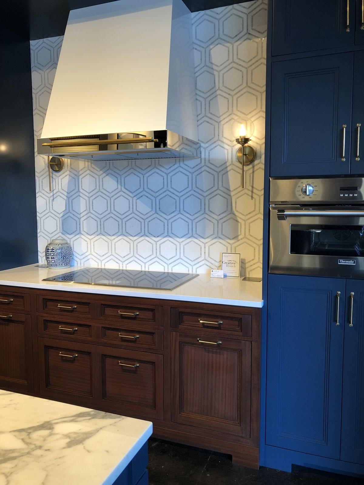 What Is The Right Cabinet For My Kitchen With Images Cabinet Design Traditional Cabinets Cabinet Styles