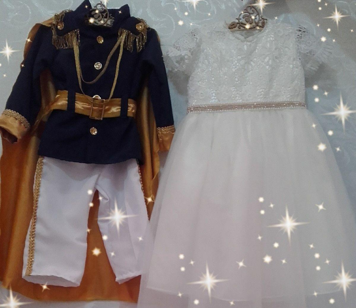 Linda fantasia de príncipe contendo:  -coroa;  -blazer;  -calça com detalhes;  -capa de príncipe.    O vestido é feito em renda gripir, tule e cetim. Lindos e riquíssimos detalhes em pérolas e Strass.  Fazemos em outras cores e tecidos também!    Super luxo para festas de príncipes e princesas!!!