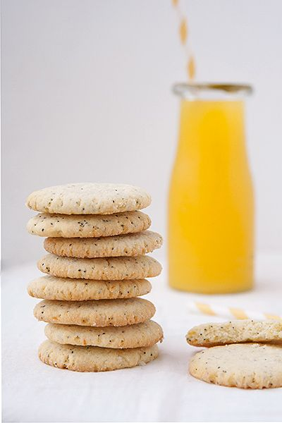 Biscotti al limone con semi di papavero, dolci e aspri allo stesso tempo.