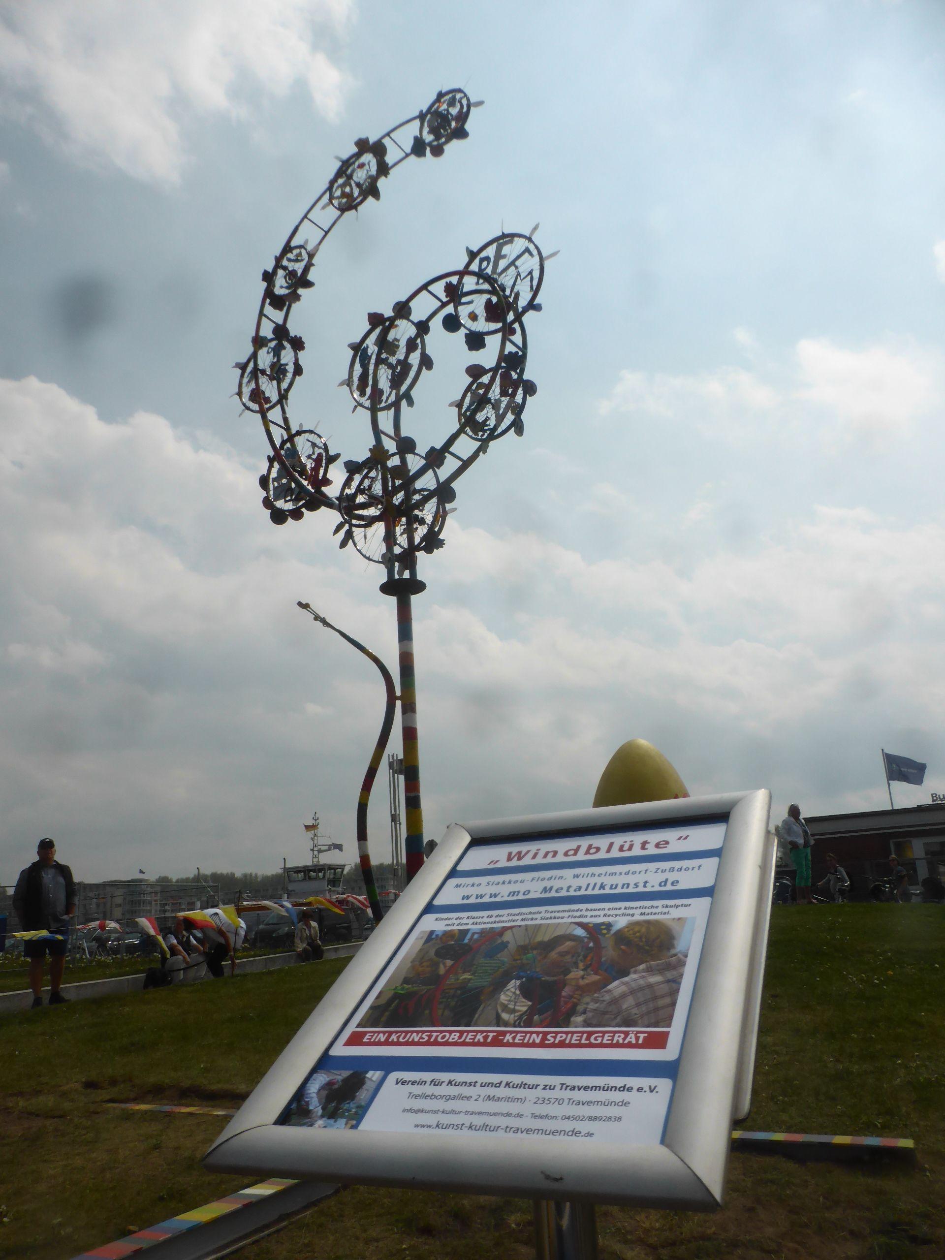 Zusammenarbeitsprojekt Mit Metall Und Aktionskunstler Wind Art