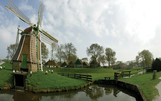 Once a country of 10,000 windmills, Holland now has over 1,000 historic vertical mills, more than any other country in the world.
