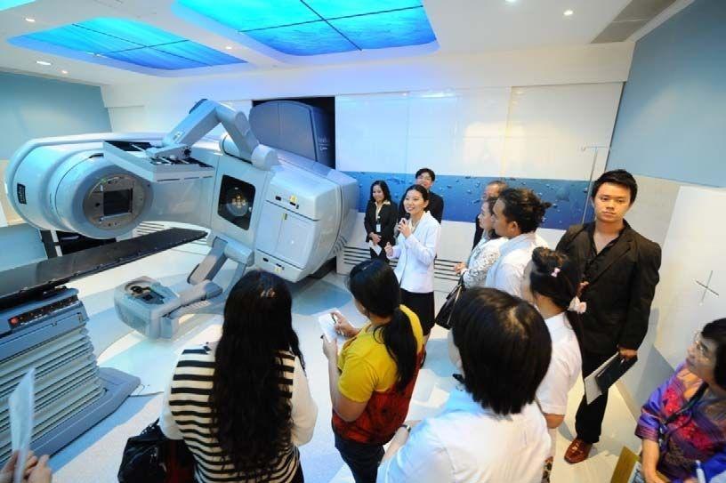 """เครื่องฉายรังสีเร่งอนุภาค """"Rapid Arc"""" อีกหนึ่งเทคโนโลยีทันสมัยที่โรงพยาบาลศิริราชปิยมหาราชการุณย์ กลุ่ม 32"""