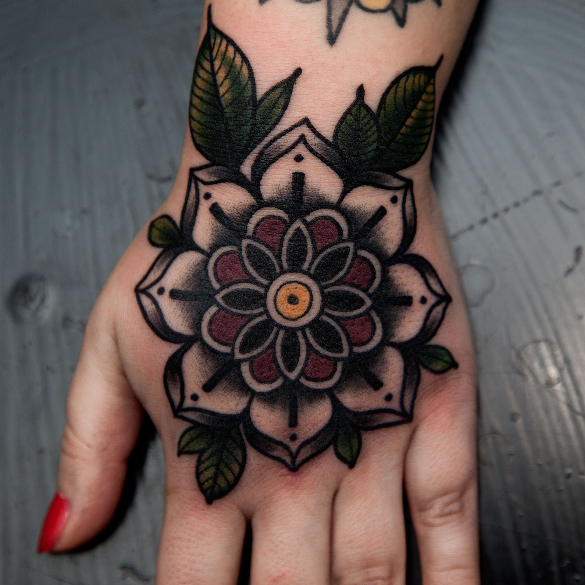 Flower Mandala Neo Traditional Blackwork Elisabetha Elisabethattatoo Hand Flowermandala Traditi Traditional Hand Tattoo Mandala Hand Tattoos Traditional Tattoo