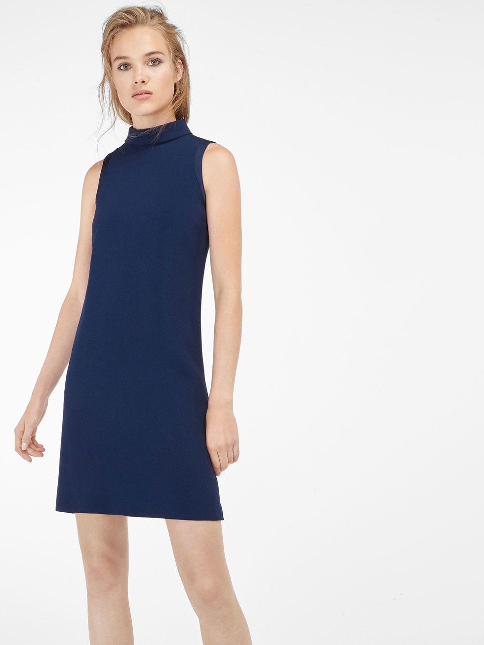 Hellblaues kleid mit kragen