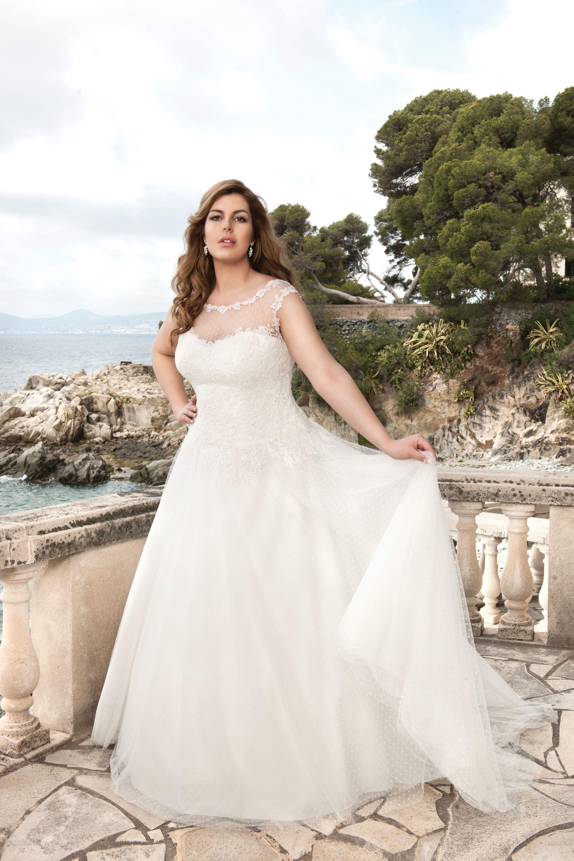Brautkleid Aus Der Kollektion 2018 Von Mo De Pol Modepol Weddingdress Curvybride Kurvenreiche Braut Kleid Hochzeit Braut