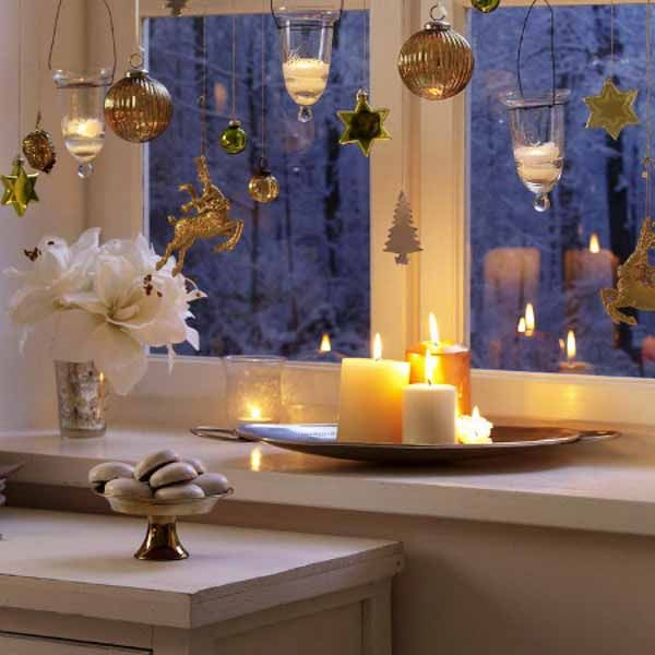 The Christmas Season Is Time Of Festive Lights And Decorations Have A Look At These Bright Sparkling Window Decoration Ideas
