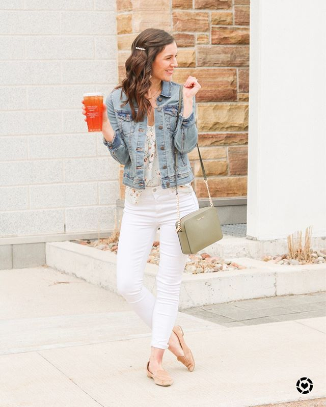 White jeans are a staple for any summer outfit!  How to wear your white jeans th... 2