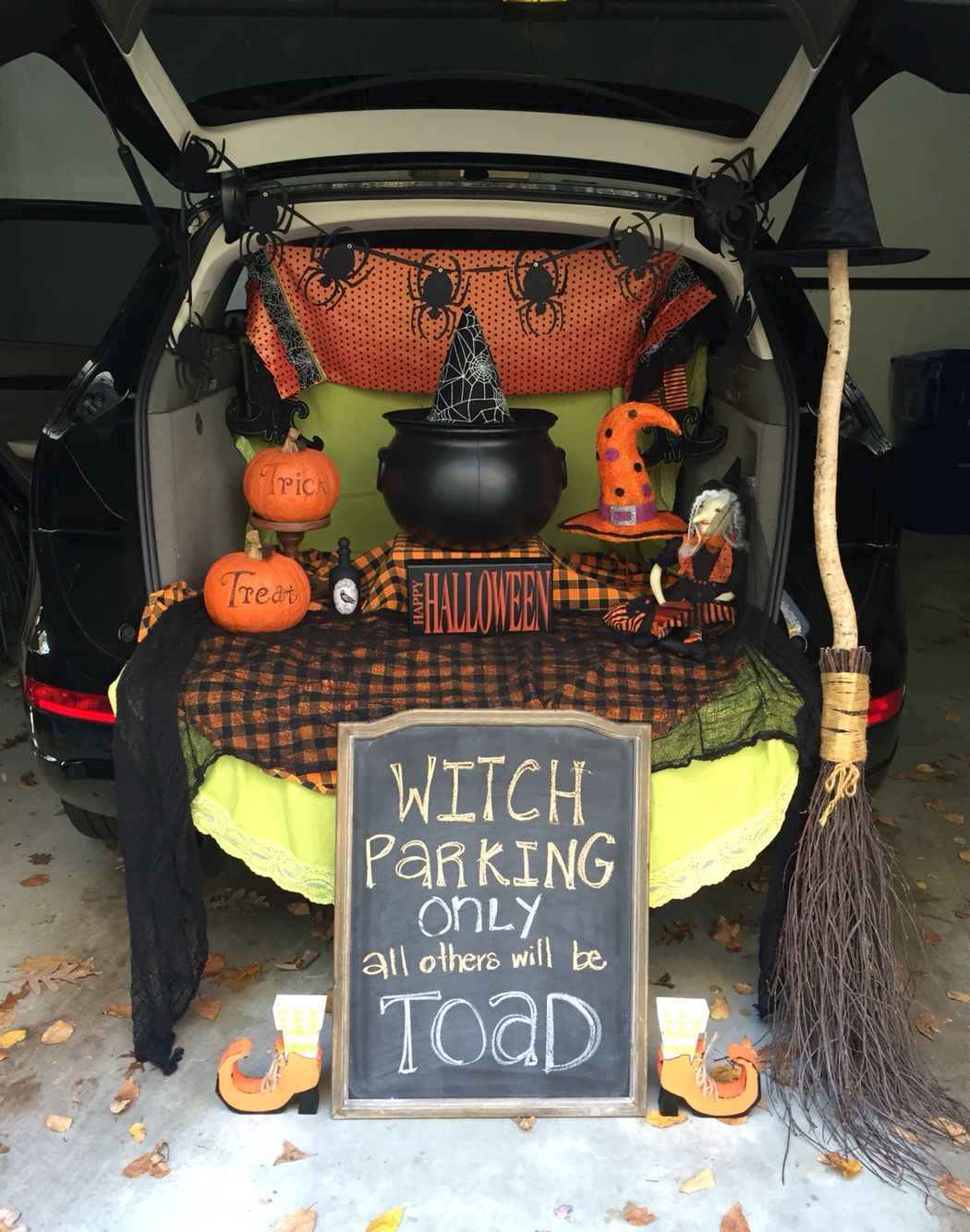 Witches hang out. Trunk or treat.