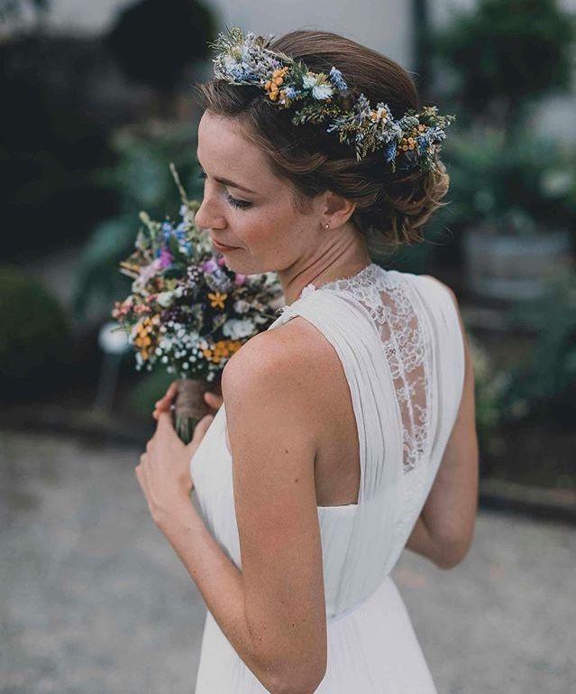 Kisui Real Bride ♥ Dress Vivian  Blumenkranz Wiesenblumen Hochzeit Brautkleid #bridalhairflowers