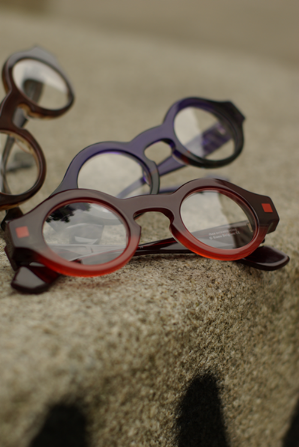 1cfda13ffef Zippertravel + Bookish Glasses. THEO, la lunette fort en chocolat! |  Claireux Opticiens