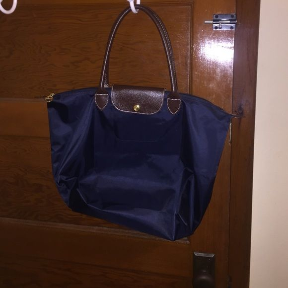 Large Longchamp purse Large Longchamp purse. Not used. Perfect condition. Navy blue Longchamp Bags Totes