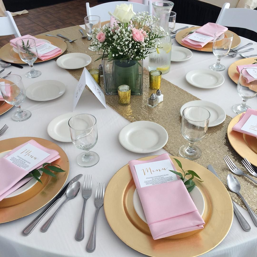 Gold Wedding Table Settings: Tablesettng With Gold Charger Plates Pink Napkins And A