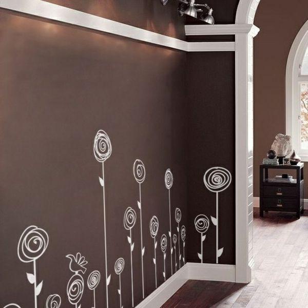 Wei gemalte blumen auf brauner wand haus pinterest for Badezimmer wand dekorieren