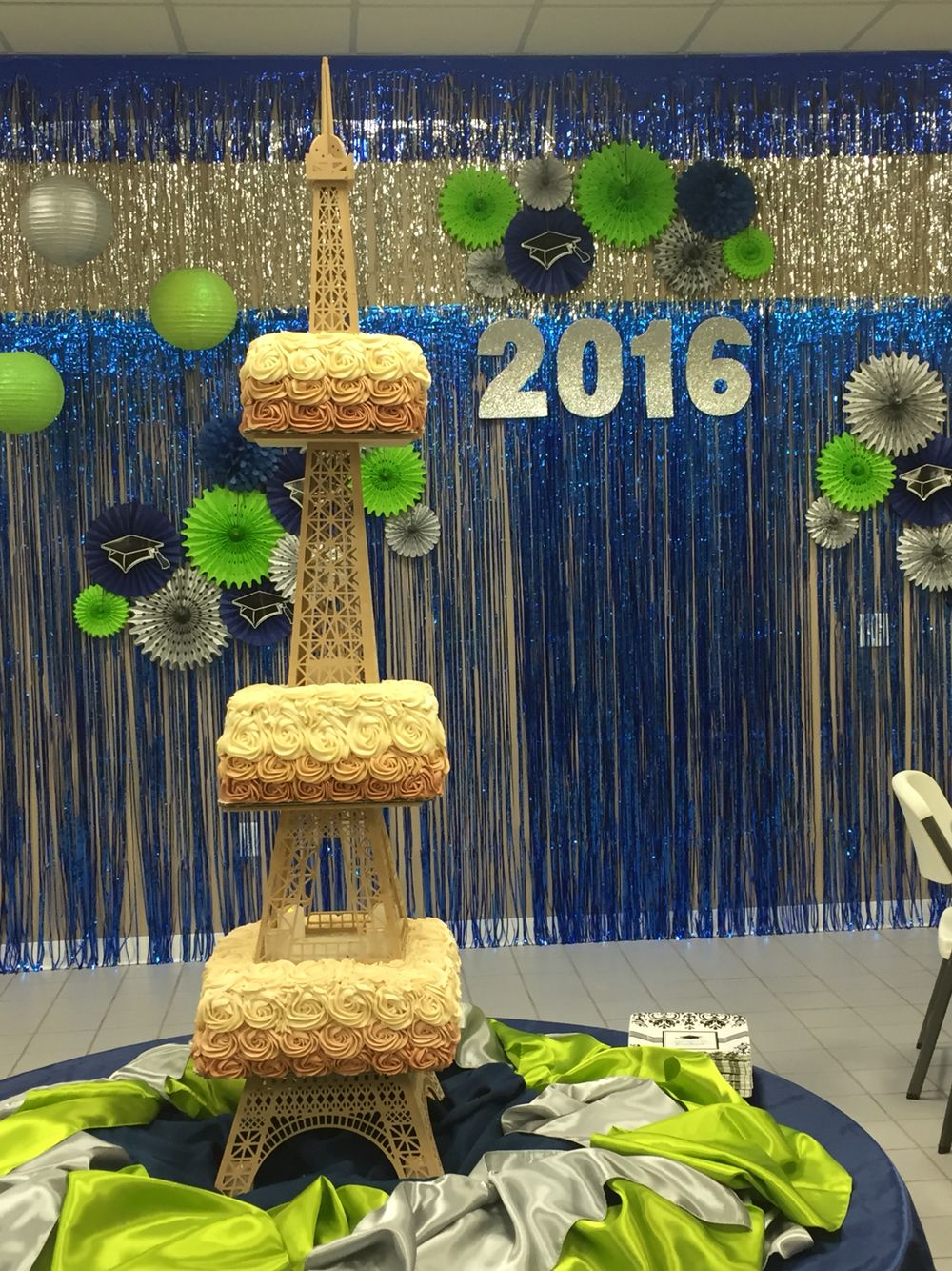5 12 foot tall eiffel tower rosette cake by grandfinale