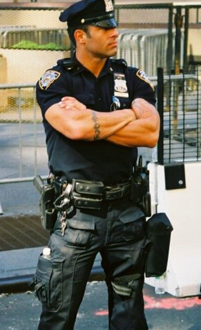 アメリカの警察って全員筋肉ムキムキ?
