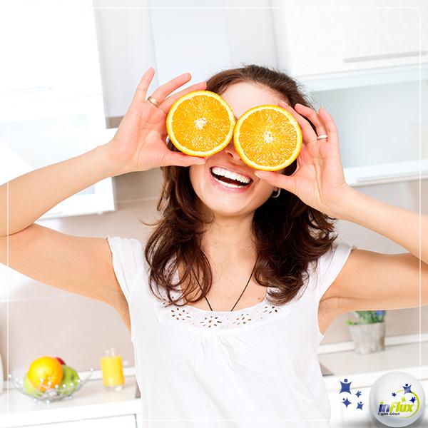 """Hi everyone! Sabe quando uma pessoa serve de """"laranja"""" para alguém? Em inglês, o """"laranja"""" não é """"orange"""" nesse caso.  Confira na dica do Fluxie professor! http://goo.gl/ObyGFb"""