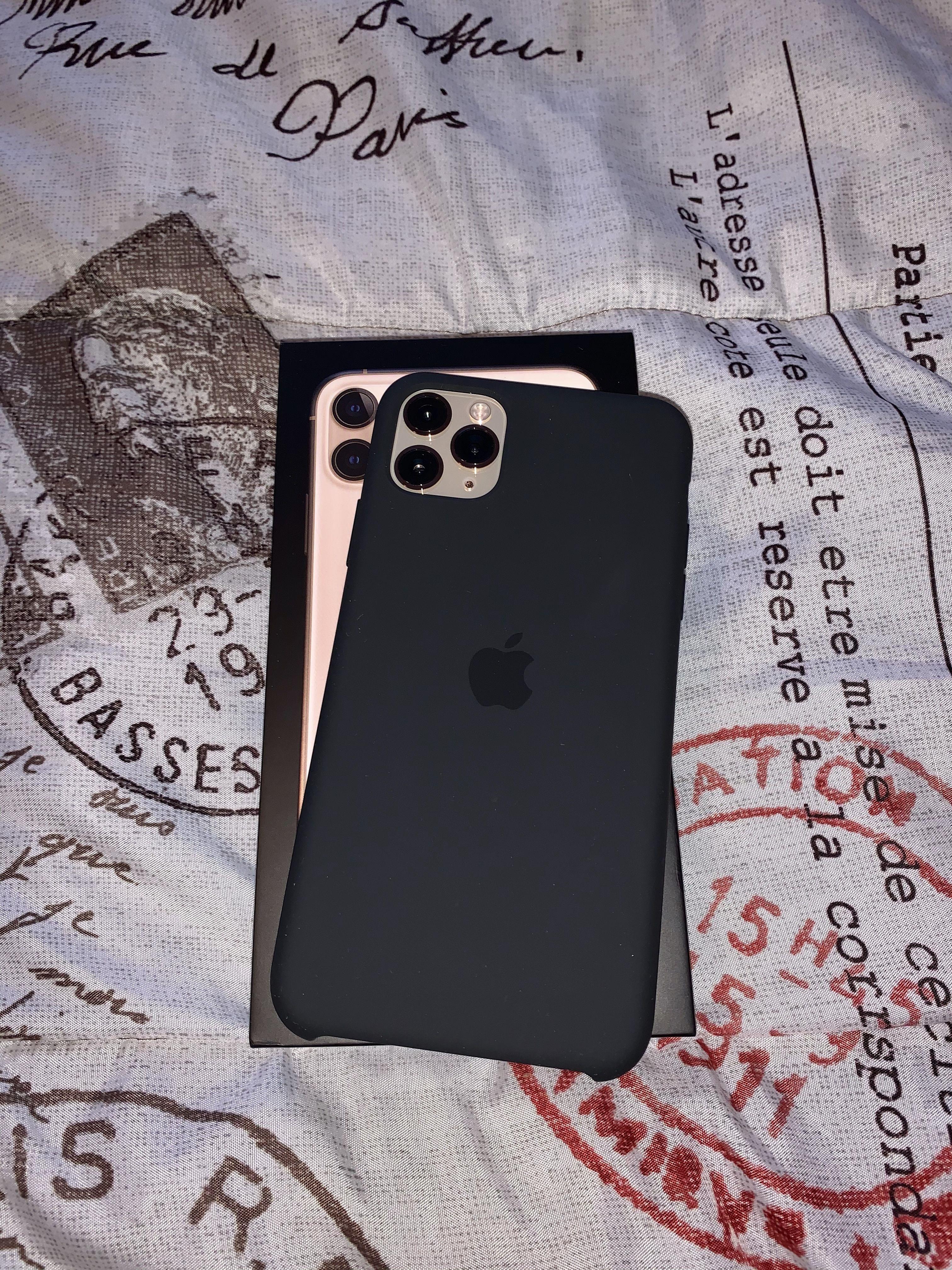 Iphone 11 Pro Max With Apple Silicone Case Di 2020 Wallpaper Lucu Lucu