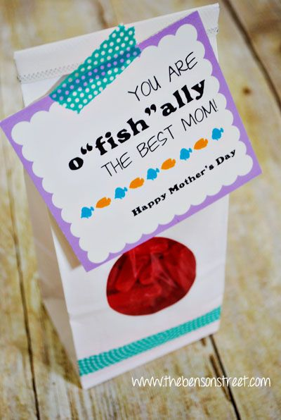 DIY Super cute and easy printable Mother's Day Gift tags at www.thebensonstreet.com. #mothersday #printable