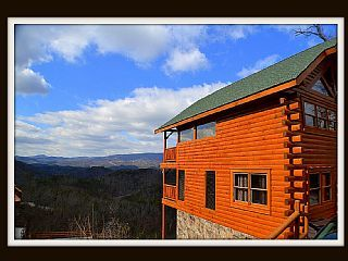 (Nothin but a Good Time)! Spectacular Mountain ViewsVacation Rental in Wears Valley from @homeaway! #vacation #rental #travel #homeaway