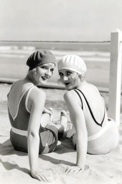 Diane Ellis and Carole Lombard. Celebrity style - Vintage swimwear