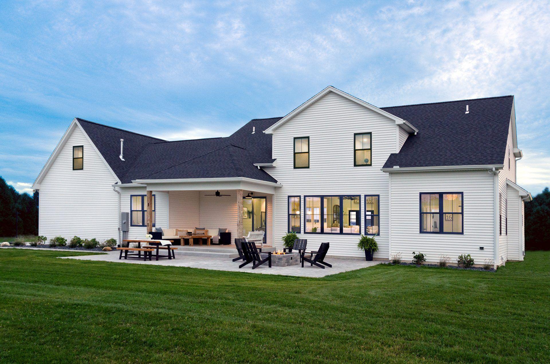 modern farmhouse vinyl siding institute vsi vinyl on modern house designs siding that look amazing id=16153