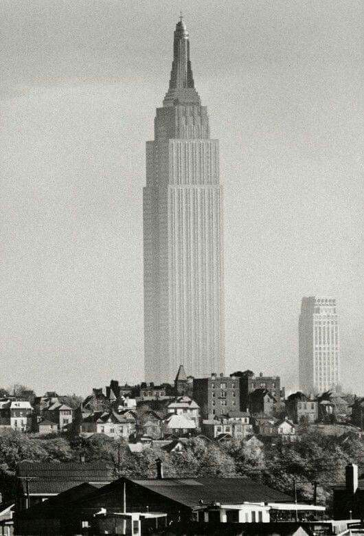 A lonely Empire State Building in New York City, 1941 | HISTORY ...