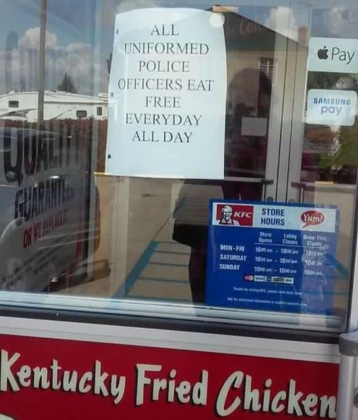 Kfc In Gallipolis Ohio Invite Police Officers To Eat For