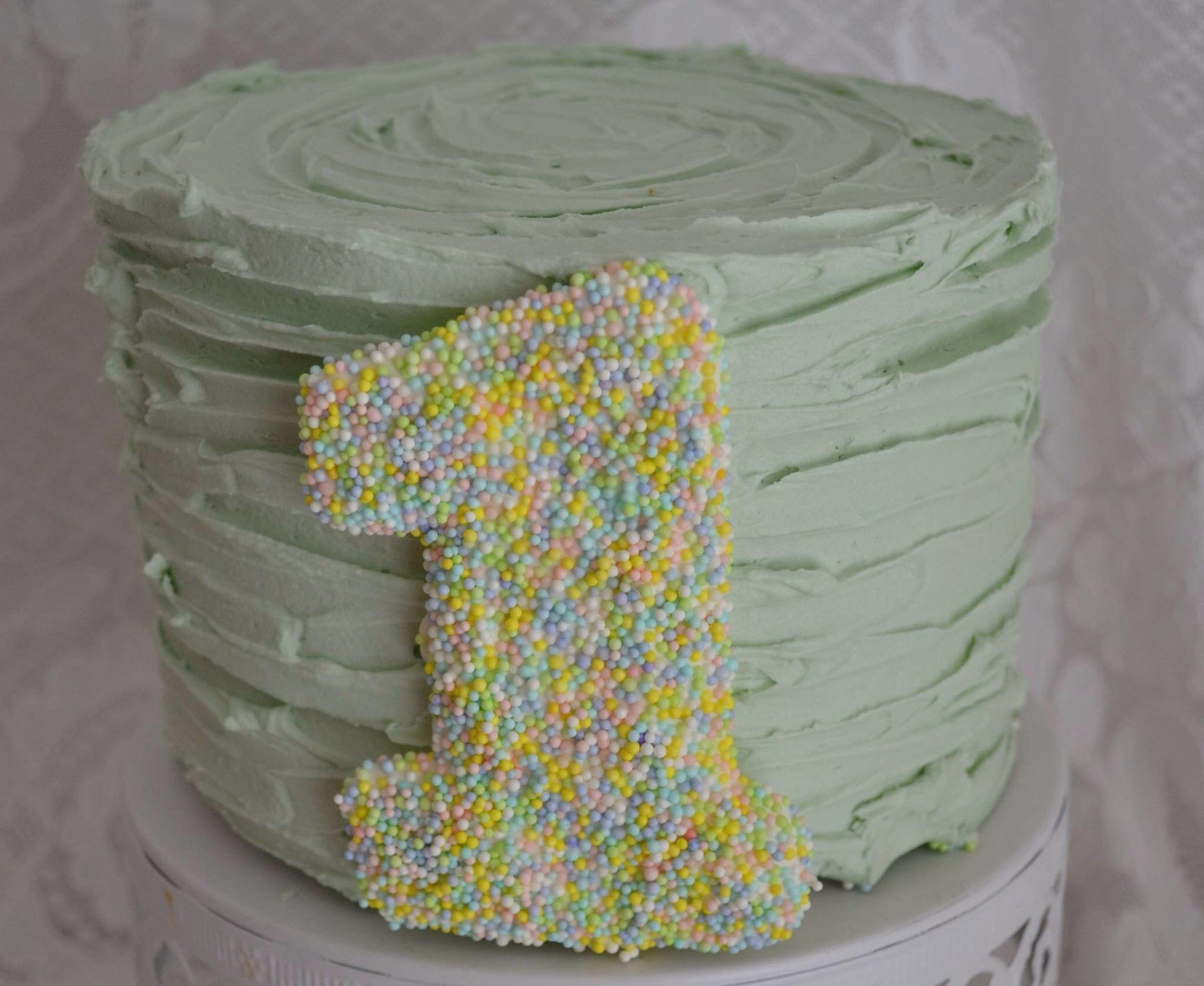 Pastel green smash cake