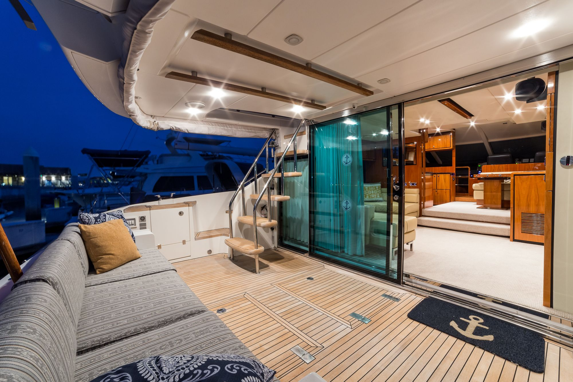 2010 Fairline 55 Squadron HIGHLIGHTS LLC Owned Spacious