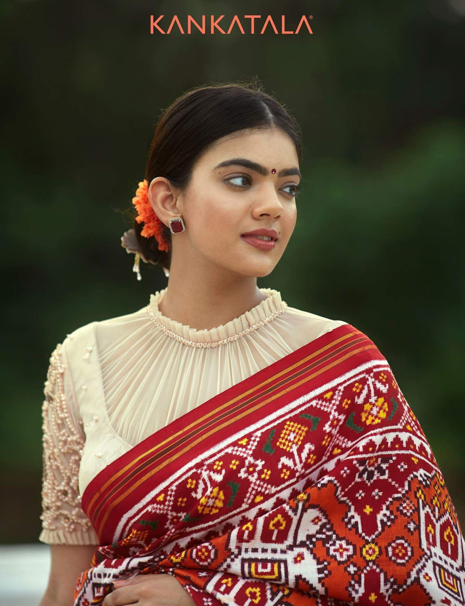 Pin By Shabnam Qadir On Neckline Designs Trendy Blouse Designs Pattu Saree Blouse Designs Silk Saree Blouse Designs